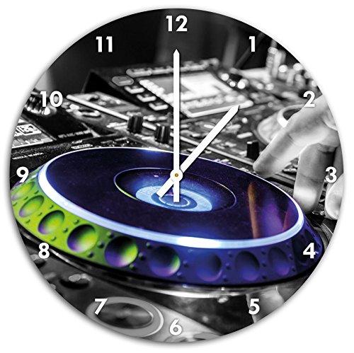 DJ-bei-der-Arbeit-am-Plattenteller-schwarzwei-Wanduhr-mit-spitzen-Zeigern-und-Ziffernblatt-Dekoartikel-Designuhr-Aluverbund-sehr-schn-fr-Wohnzimmer-Kinderzimmer-Arbeitszimmer