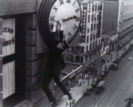 ブロマイド写真★ハロルド・ロイド/時計にぶら下がる・白黒