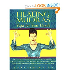 Amazon.com: Healing Mudras: Yoga for Your Hands (9780345437587 ...