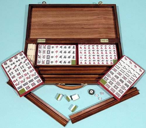 Mah jong set in walnut presentation case - 00696