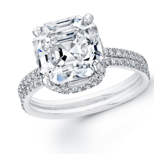 For sale 2.00 ct Lady's Asscher Cut Diamond Engagement Ring in 14 kt White Gold. Size 6