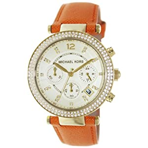 This Michael Kors Portia watch features a rose gold-tone case, a silver sunray dial with pavé-encrusted hearts and is complete with a polished H-link bracelet.
