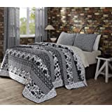 """Claire Queen Quilt Set (includes one Queen quilt 90""""x90"""" and 2 Standard Shams 21""""x27"""")"""