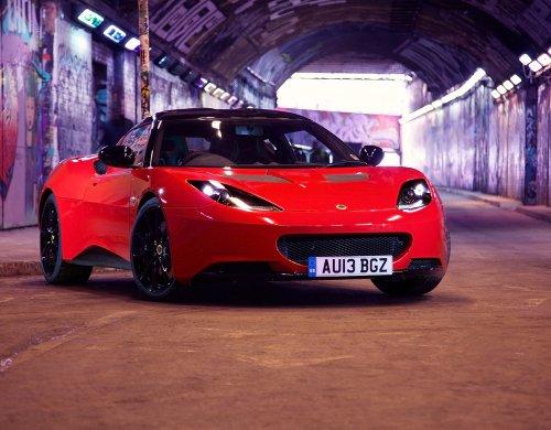 classic-y-los-musculos-de-los-coches-y-coche-lotus-evora-deportes-arte-toyric-2013-poster-en-coche-1