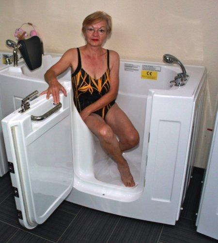 sitzbadewannen mit t r und dusche eine gute l sung f r senioren. Black Bedroom Furniture Sets. Home Design Ideas