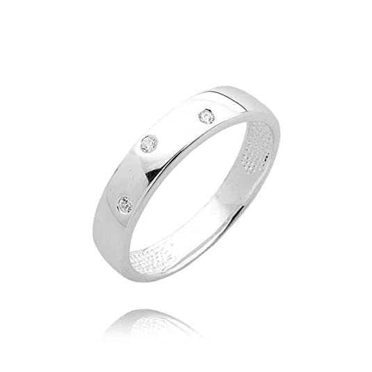Modern three diamond studded wedding ring