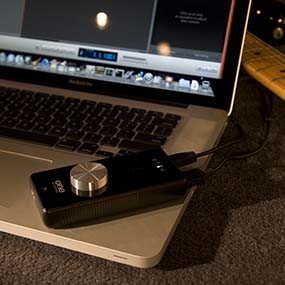 Apogee ONE with Apple MacBook Pro & Guitar