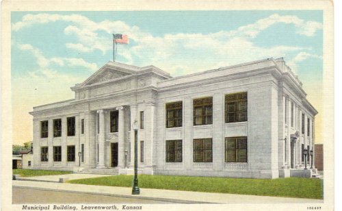 1930s Vintage Postcard Municipal Building Leavenworth