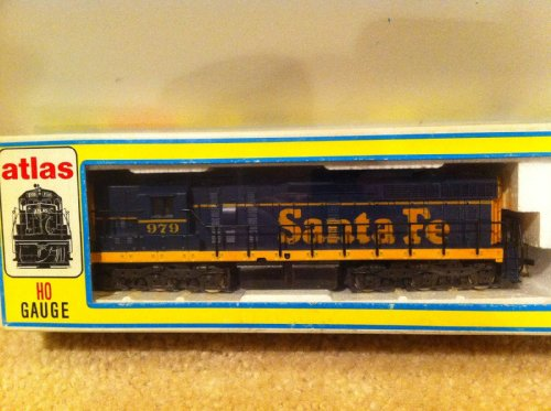 Atlas HO Train GP38 Diesel Powered Locomotive Santa Fe 979 #5122 7065