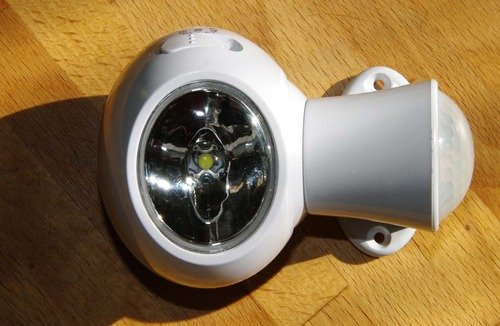 Sylvania 72178 Motion Activated Battery Powered Safety Light Jardin, Pelouse, Entretien