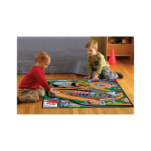 Hot Wheels Game Rug with 3 Hot Wheels Cars and Exploding Crash Wall