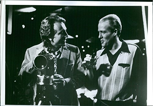 vintage-photo-of-gregg-henry-as-sam-bouchard-and-craig-wasson-as-jake-scully-in-a-conversation-scene