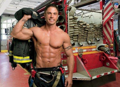 ニューヨークシティ FDNY Official マッチョ 消防士カレンダー 2014 並行輸入品