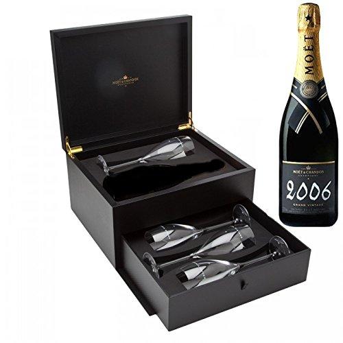 moet-et-chandon-grand-vintage-champagne-avec-4-flutes-gift-set-dans-le-tiroir-gift-box-2006-75-cl