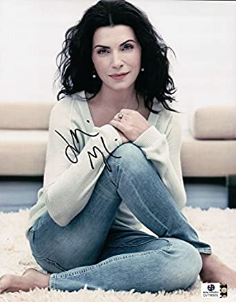 Julianna Margulies Signed Autographed 8X10 Photo Sexy Legs Crossed