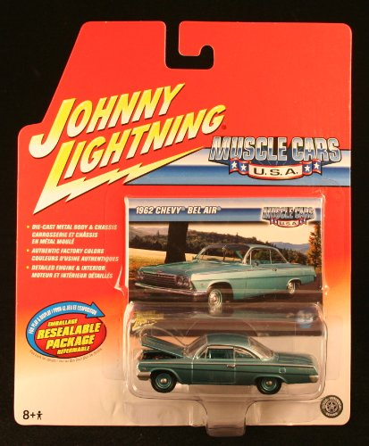 1962 CHEVY BEL AIR * MUSCLE CARS U.S.A. * 2004 Johnny Lightning Die-Cast Vehicle & Collector Trading Card