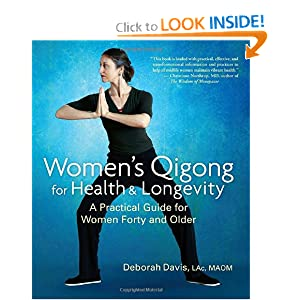 Women's Qigong for Health and Longevity: A Practical Guide for Women Forty and Older [Paperback]