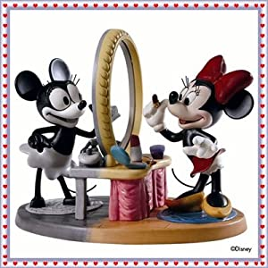 Disney WDCC ''Minnie Then and Now'' Minnie Mouse Figurine