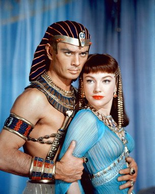 anne-baxter-as-nefretiri-yul-brynner-as-rameses-from-the-ten-commandments-1-photo-cinematographique-