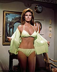 Amazon.com: Raquel Welch celebrity movie actress Pin Up Girl #0061 5x7
