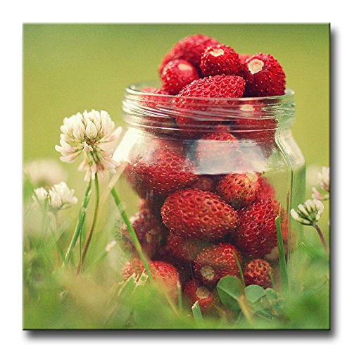 Wall Art Painting Flowers And Strawberries In Jar Green Grass Blurry Background Prints On Canvas The Picture Food Pictures Oil For Home Modern Decoration Print Decor