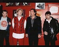 ブロマイド写真★セックス・ピストルズ Sex Pistols/並んで立つ4人・赤い壁