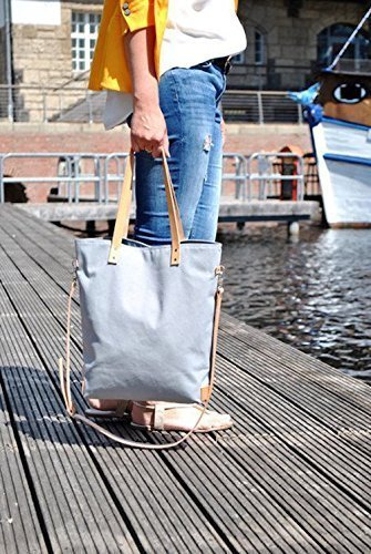 graue-canvas-shopper-tasche-mit-lederriemen