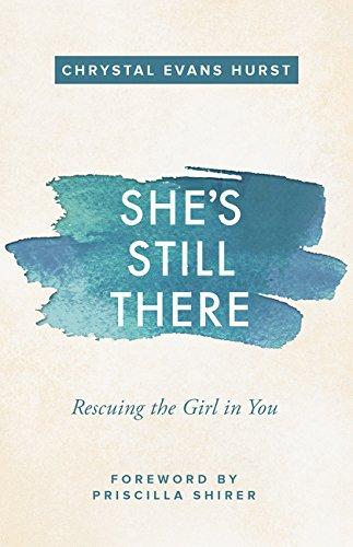 Shes Still There Rescuing the Girl in You [Hurst, Chrystal Evans] (Tapa Blanda)