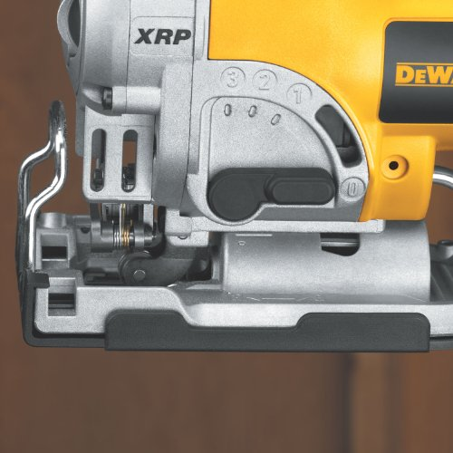 how to change the blade on a dewalt dw718