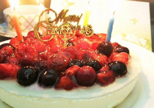 クリスマスケーキ 4種のベリーチーズケーキ ローソク・プレート・手紙付(誕生日ケーキ・バースデーケーキ 苺)