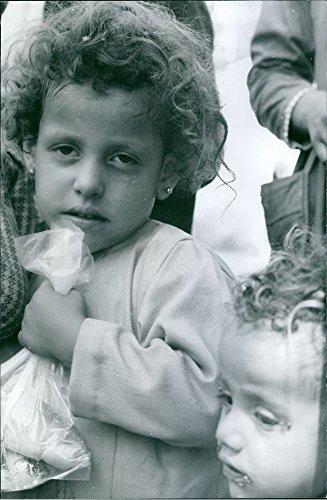 Vintage Photo de enfants à manger à pain.