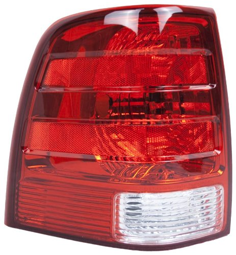 OE Replacement Ford Expedition Driver Side Taillight Assembly (Partslink Number FO2800166)