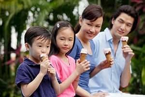 """Amazon.com - Family eating ice cream cones - 20"""" x 30 ..."""