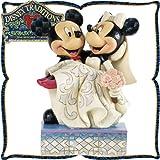 """木彫り調フィギュア ミッキーマウスとミニーマウスのウェディング """"Congratulations"""" ディズニー・トラディション"""