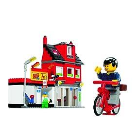レゴシティの街。ピザ屋と自転車の写真。