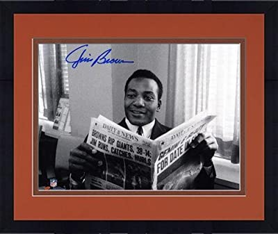 """Framed Jim Brown Cleveland Browns Autographed 8"""" x 10"""" Horizontal Newspaper Photograph - Fanatics Authentic Certified"""