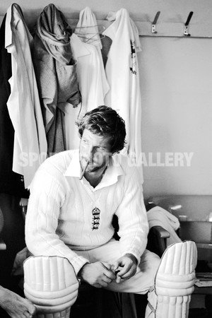 Cricket photo - Botham Cigar Headingley 1981 - Super Size+ - Print Only