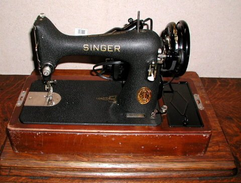 Featherweight Singer Sewing Machine. antique sewing machines