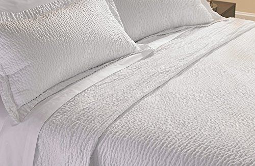 courtyard-by-marriott-hotel-rippled-coverlet-queen