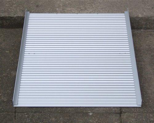 Rampe d'accès pliable et transportable en aluminium 0,9 m Aidapt VA141