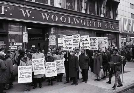 photo-protesters-in-front-of-woolworth-in-harlem-1960-by-photographic-archives