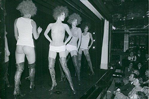 Vintage Foto Di Nube femmina Ballerini di Le Crazy Horse Saloon Performing sul palco.