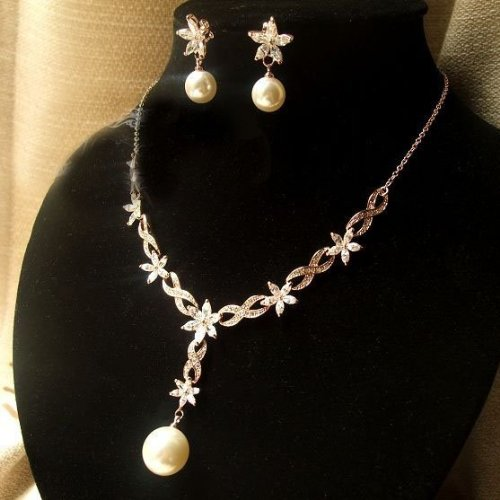 CET Domain SZ16-20 Elegant Petals Pale Gold Pearl Necklace & Pin Earring Gift Set