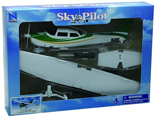 New Ray 1/42 Cessna 172 Skyhawk Model Kit (Cessna 172 Model compare prices)
