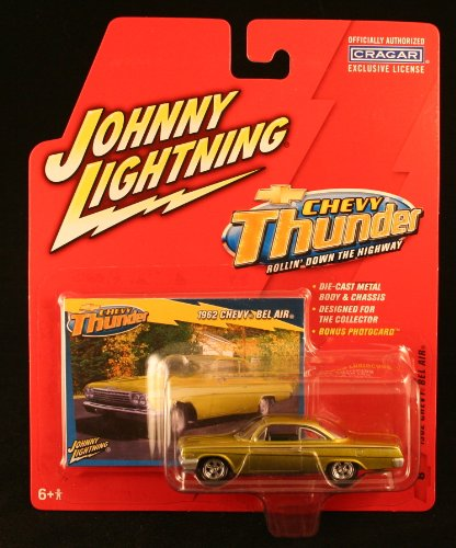 1962 CHEVY BEL AIR * CHEVY THUNDER * 2005 Johnny Lightning 1/64 Scale Die-Cast Vehicle & Collector Trading Card