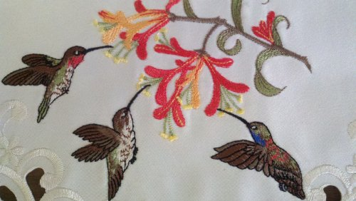 "15"" Round Doily Or Placemat Embroidered With Hummingbirds"