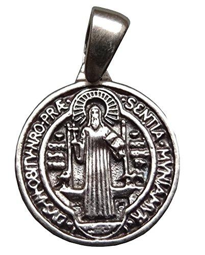 medaglia-dargento-di-san-benedetto-da-norcia-patriarca-dei-monaci-occidentali-con-il-suo-cordoncino-