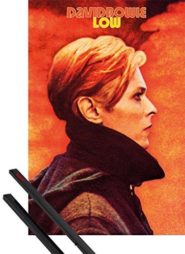 Poster + Sospensione : David Bowie Poster Stampa (91x61 cm) Low E Coppia Di Barre Porta Poster Nere 1art1®
