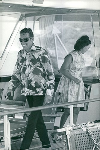 vintage-photo-of-princess-margaret-and-antony-armstrong-jones-on-a-yacht