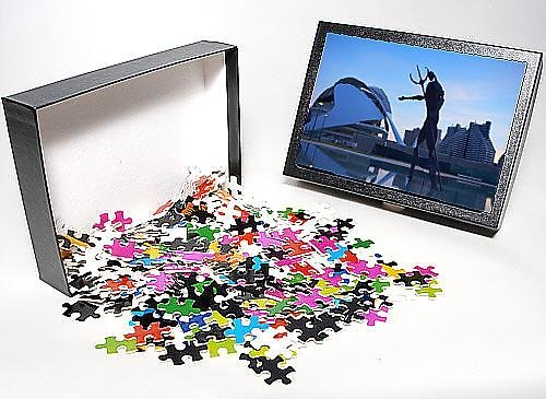 Photo Jigsaw Puzzle Of Sculpture And Palau De Les Arts In The Background At Dusk
